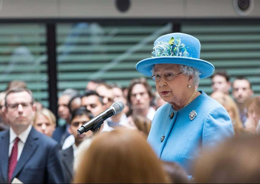 Queen_Elizabeth_II_2015_HO4